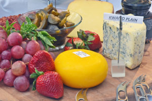 Round of cheese and fruit